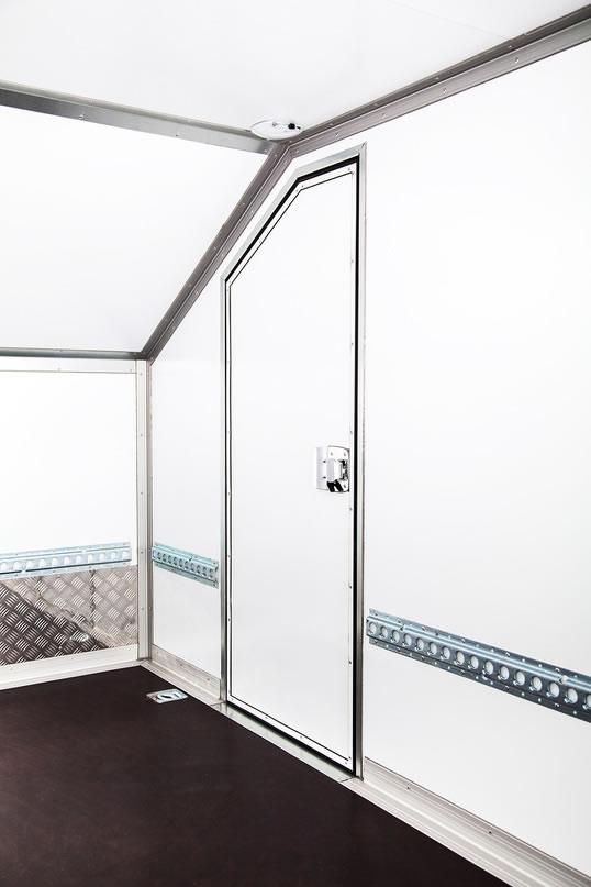 дополнительная боковая дверь с внутренним открыванием
